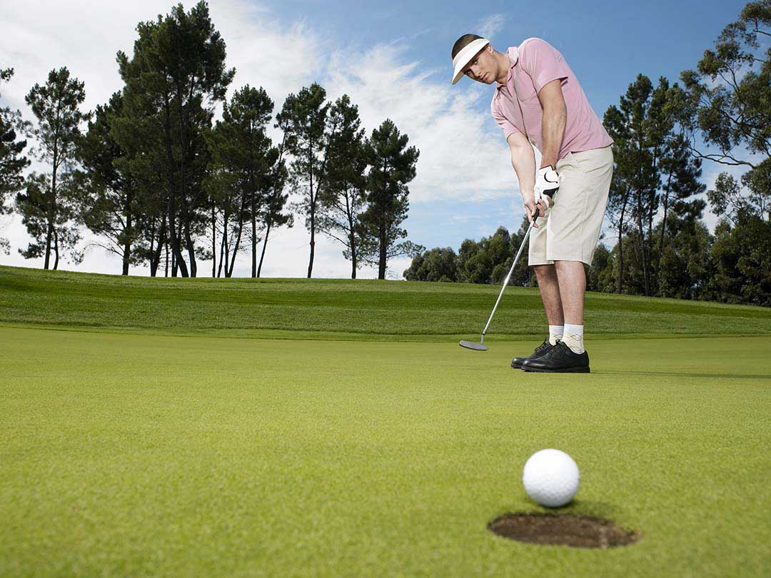 How Should Golf Shoes Fit to Improve Performance